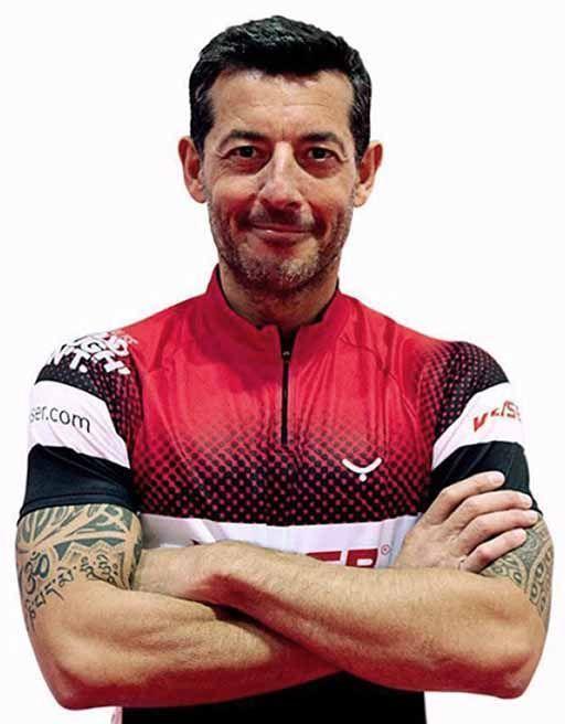 hombre con mallot ciclismo keiser