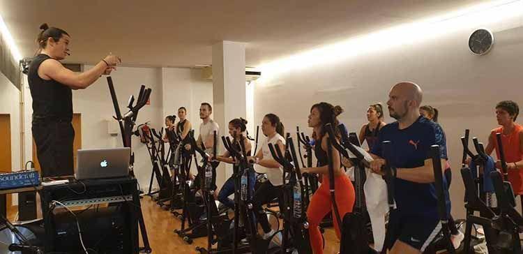 Fran Vazquez imparte clase con bicicletas elipticas Keiser